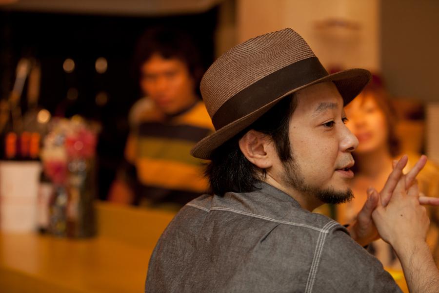 オーナー:美馬氏、food creator:aroa氏、ワッツーシゾンビ:谷村じゅげむ氏 nidomi cafe bar