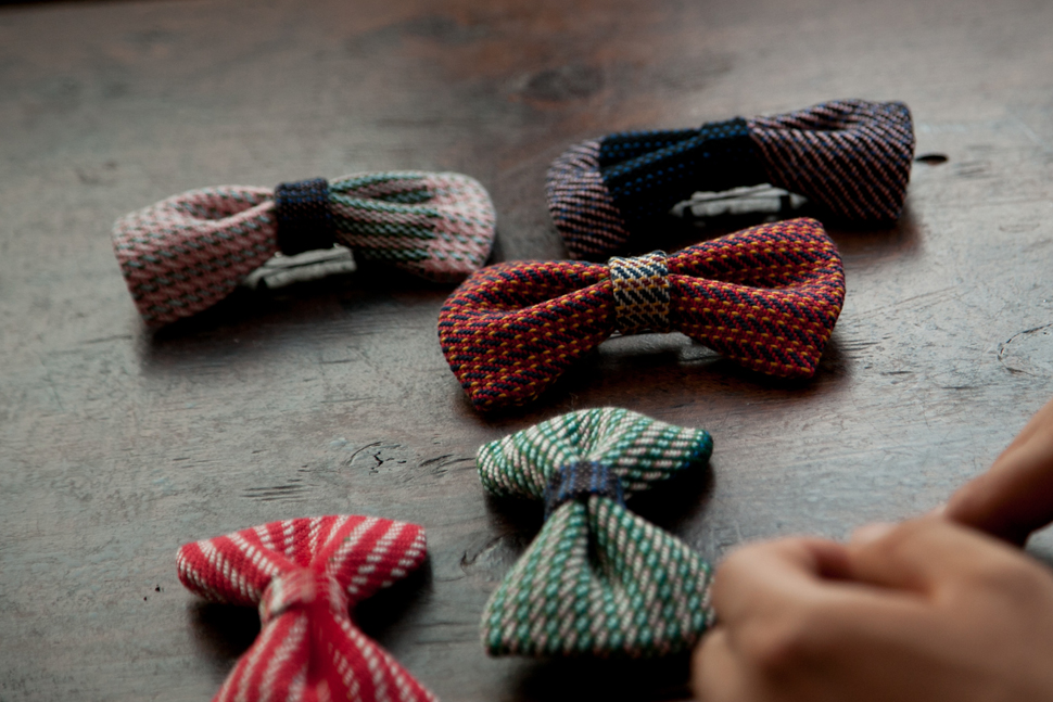 booworks ribbon brooch